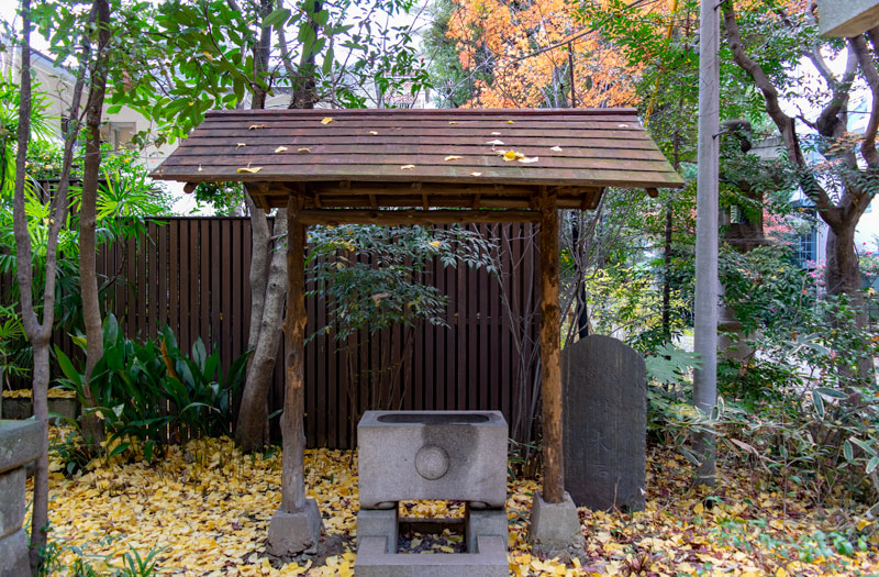 四合稲荷神社の手水舎