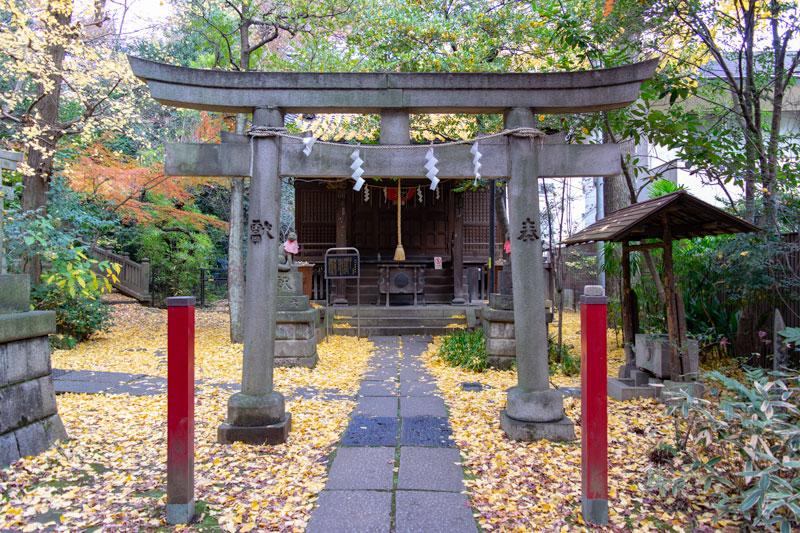 赤坂氷川神社内の四合稲荷神社鳥居