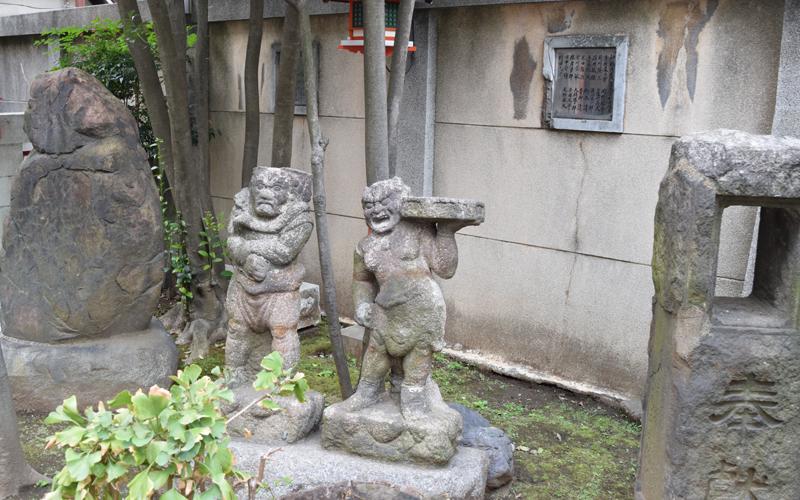 吉原神社の鬼の像