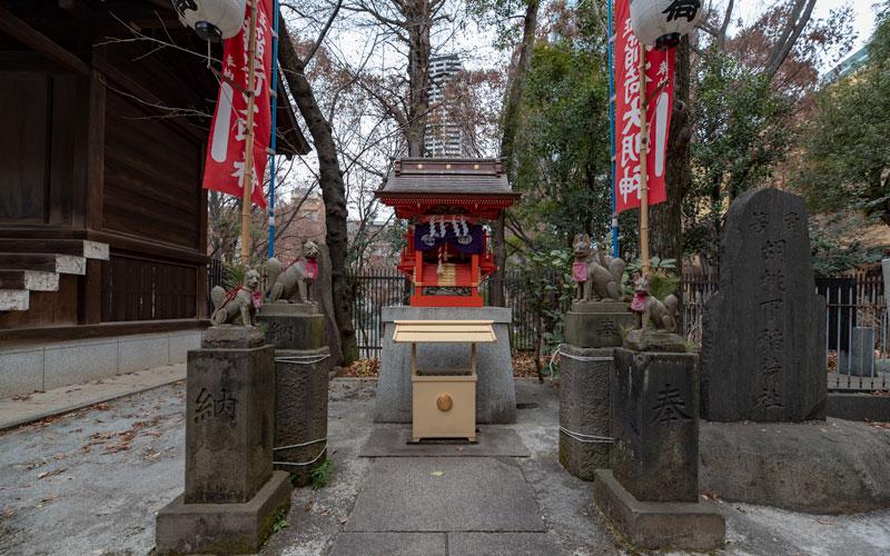 十二社熊野神社の稲荷神社