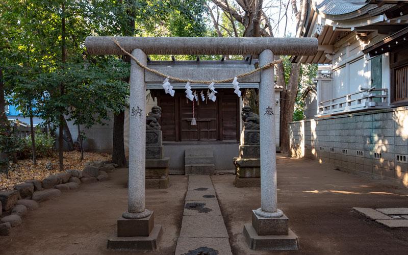 神明氷川神社の末社津島神社の鳥居