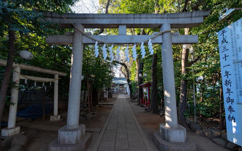 神明氷川神社の鳥居