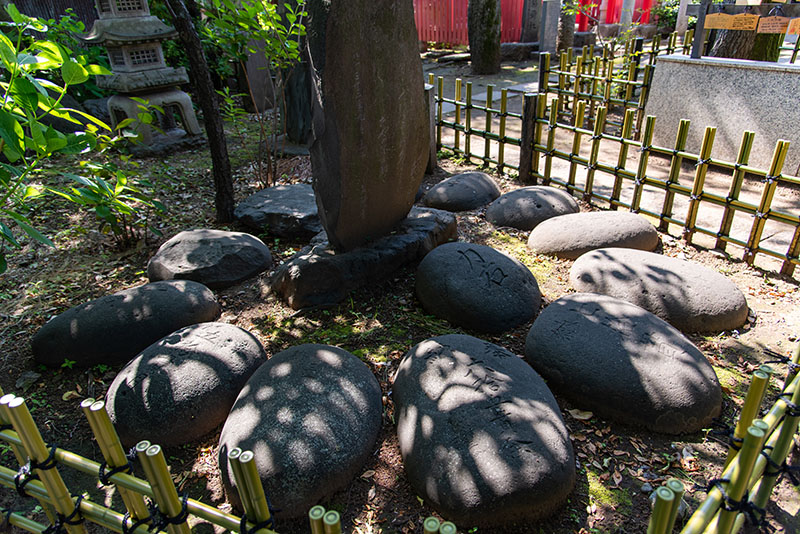 新井天神北野神社にある力石