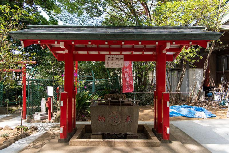 六所神社の手水舎