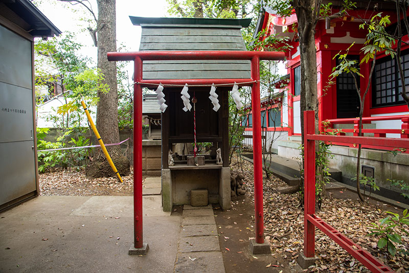 六所神社の稲荷神社