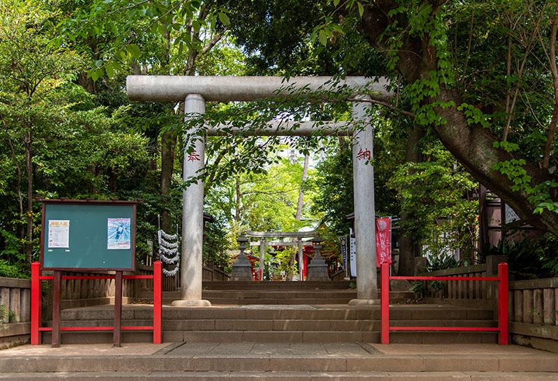 六所神社の鳥居