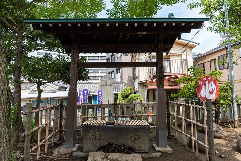 吾嬬神社の手水舎