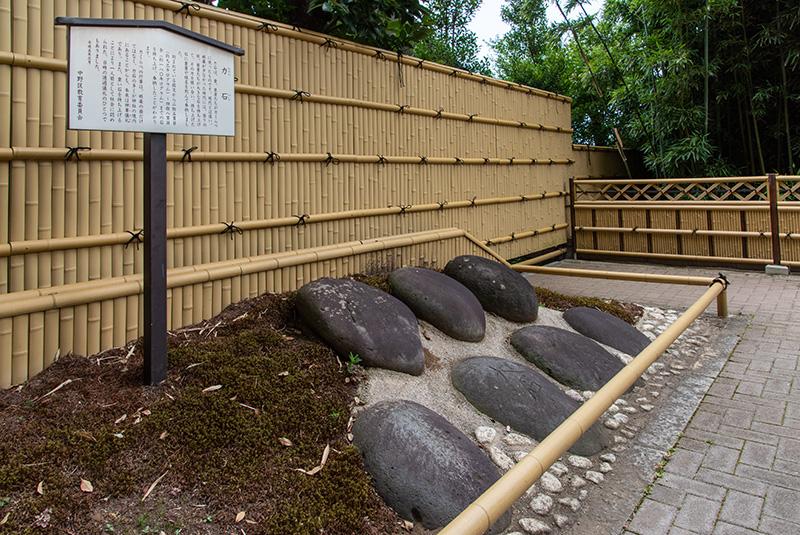 沼袋氷川神社 力石