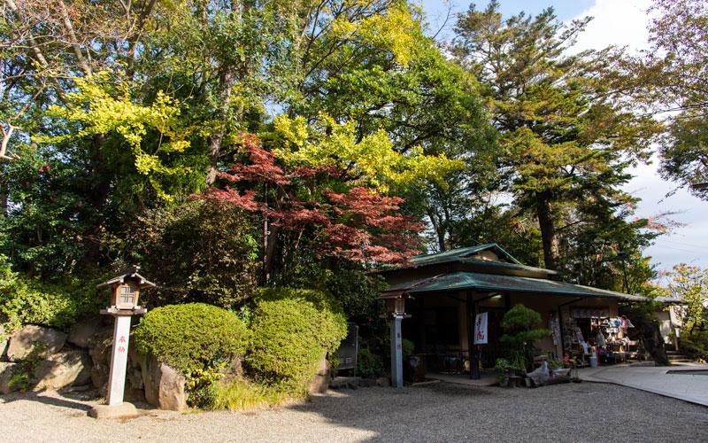 検見川神社 境内