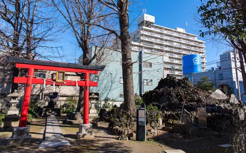 富賀岡八幡宮 浅間神社と富士塚