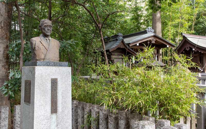 荻窪八幡神社 銅像