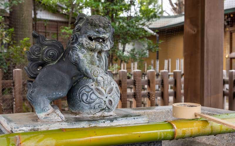 荻窪八幡神社 手水舎狛犬